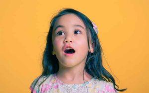 子供の教育に常に歌やゲームを取り入れる