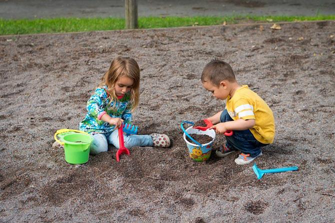 子供と遊ぶ砂場遊びが楽しい